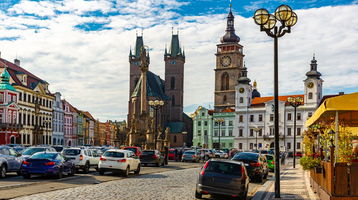 VHradci Králové vpůlce června začne stavba chytrého dopravního systému za 229milionů