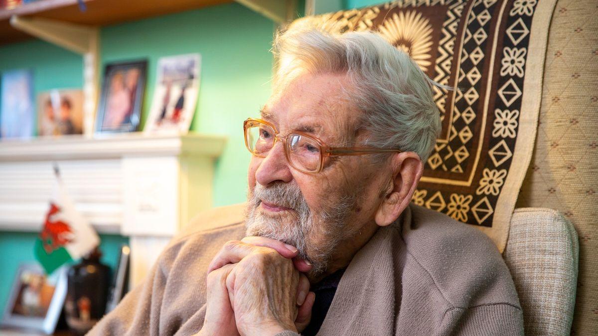 Zemřel nejstarší muž světa, bylo mu 112let