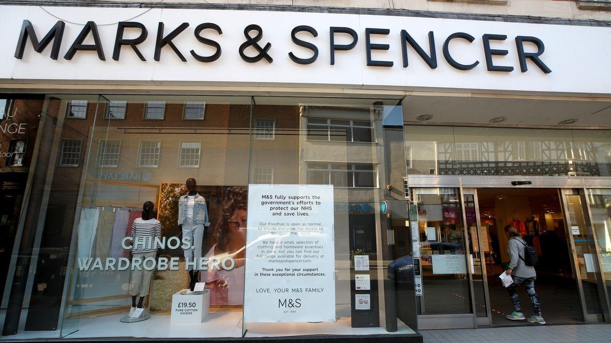 Propouštíme, prodávat budeme hlavně online, hlásí Marks & Spencer