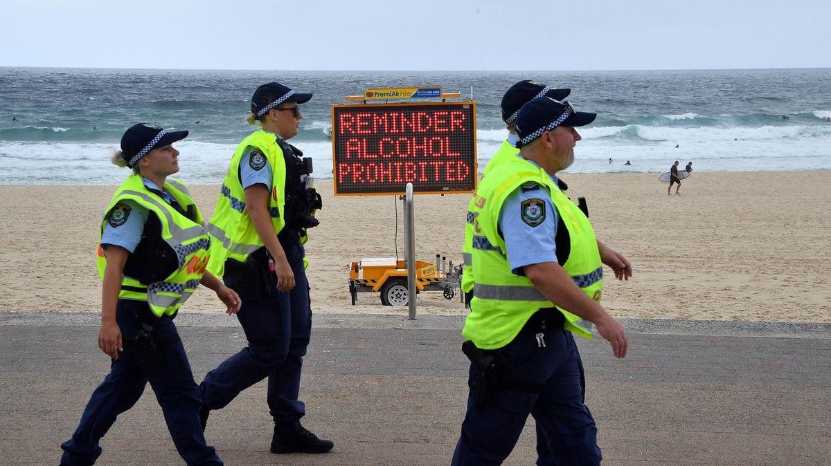 Covidová party vAustrálii se zvrhla, ministr chce hříšníky deportovat