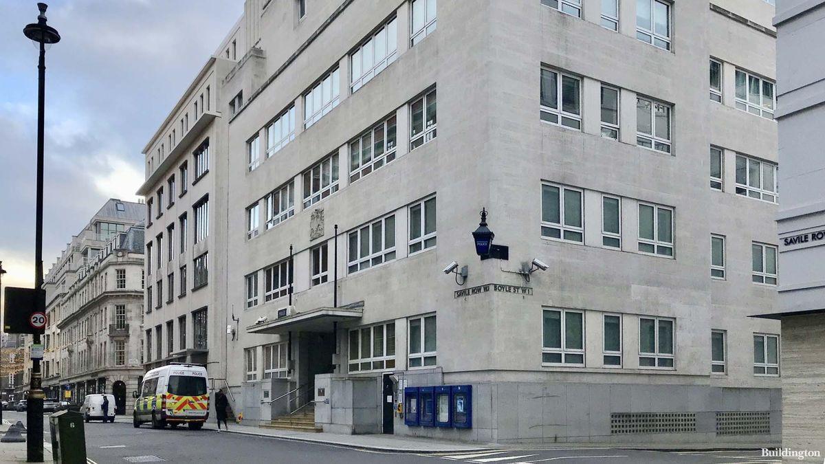 Miliardář Vítek koupil policejní stanici. Kousek od ní nahrávali Beatles