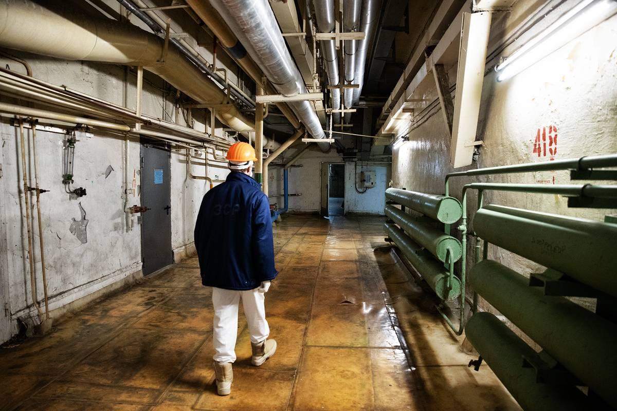 Na každého, kdo sledoval seriál Černobyl, zde nutně padne úzkost. Operátoři, kteří chodili touto chodbou, nepřežili déle než tři dny po katastrofě.