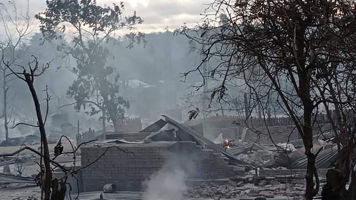Video: VBarmě vypálili celou vesnici. Požár založila armáda, tvrdí místní