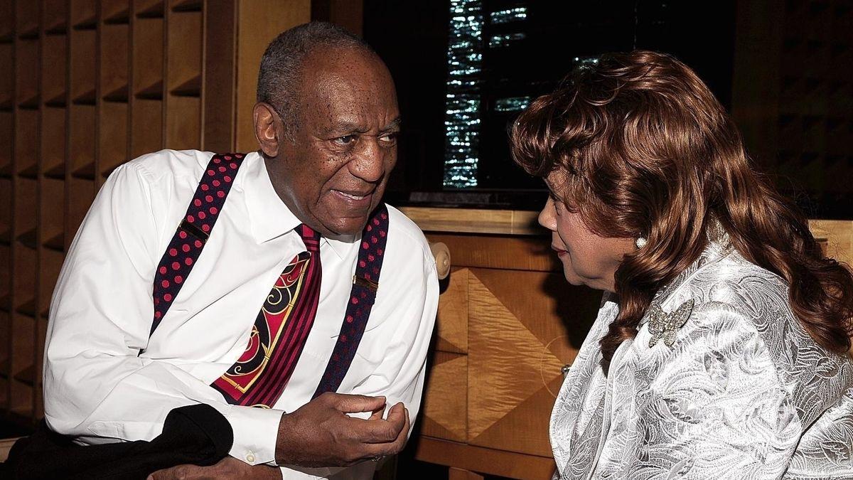 Komik Bill Cosby je na svobodě, soud mu zrušil trest za sexuální napadení