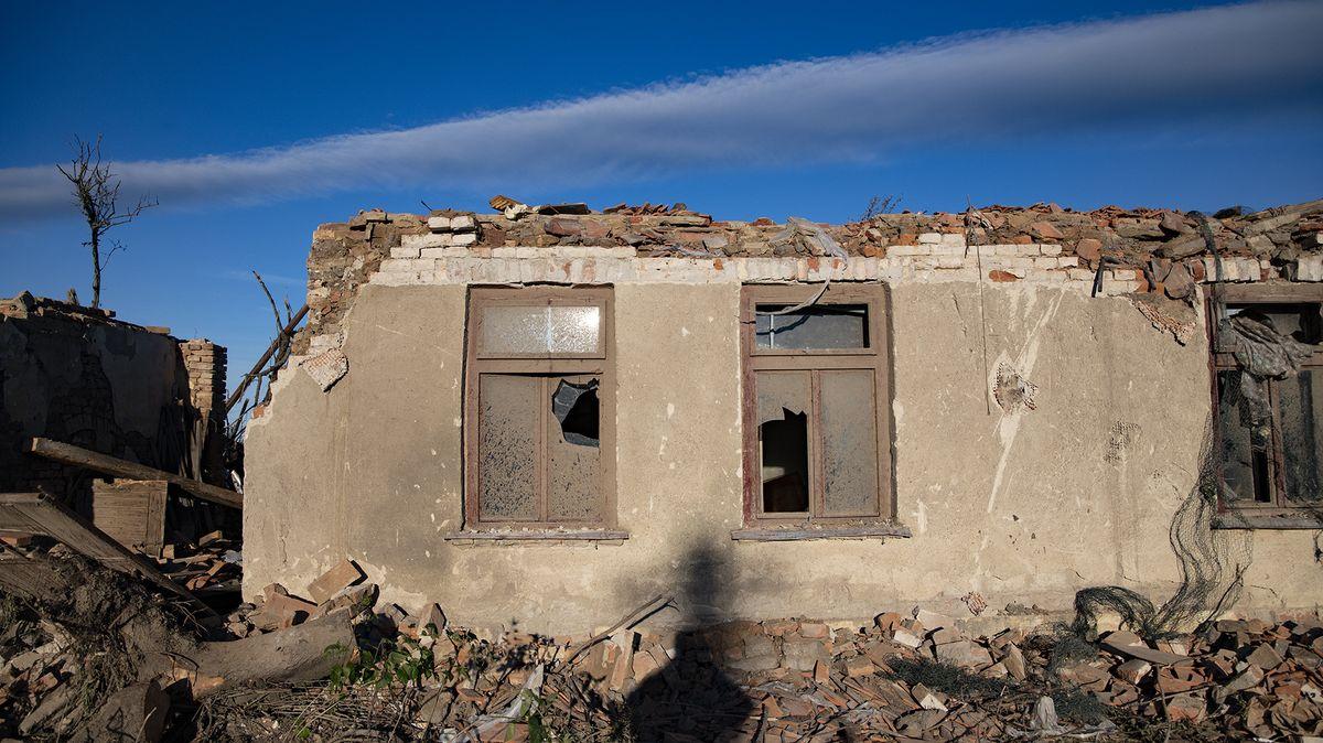 Foto: Tornádem zničená obec Hrušky týden poté
