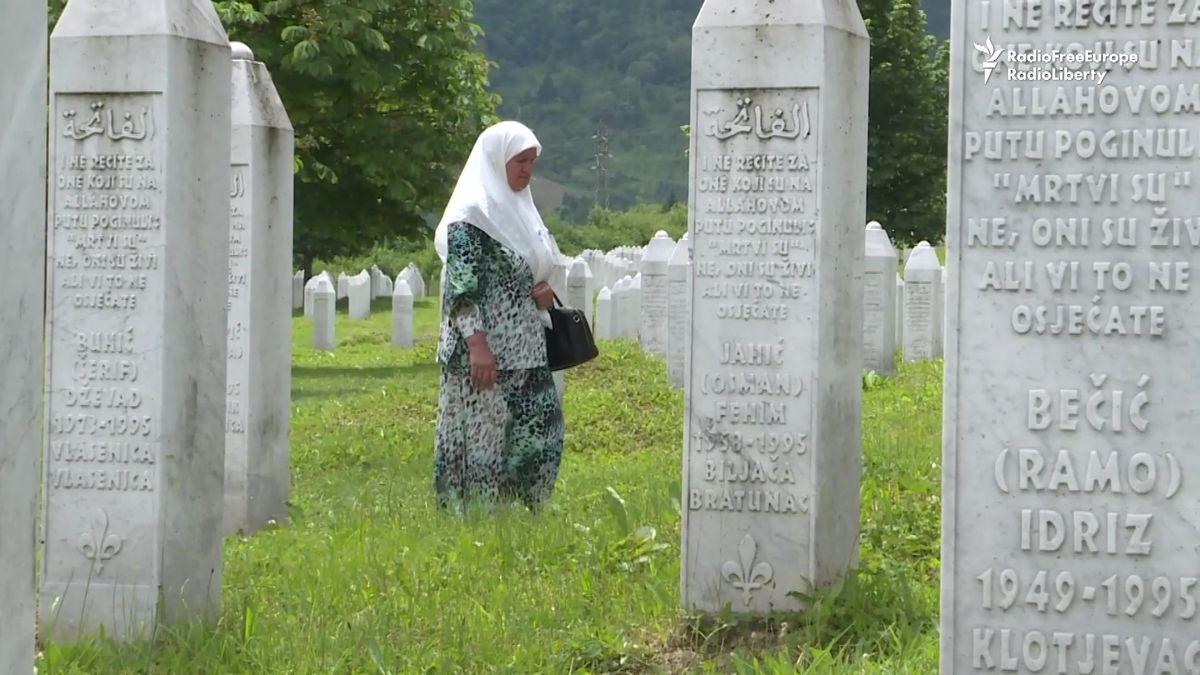 Každé ráno vidím hroby svých synů, říká svědkyně masakru