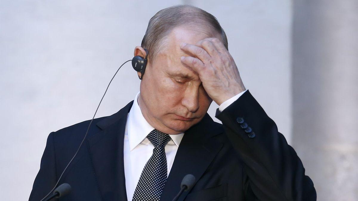 """Rusové označili Česko za nepřítele. """"Jsou bezradní a Putin ztrácí kontrolu,"""" hodnotí diplomat"""