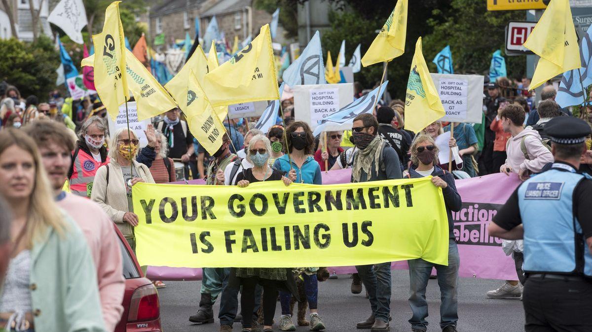"""""""Lháři, lháři."""" Protesty ksummitu G7 upozorňují na klimatickou krizi"""
