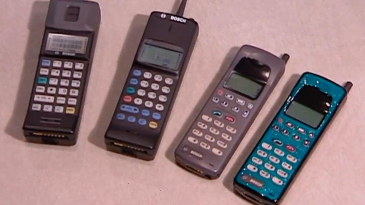 Před 25lety se vČesku začaly masově šířit mobily. Co uměly a kolik stály?