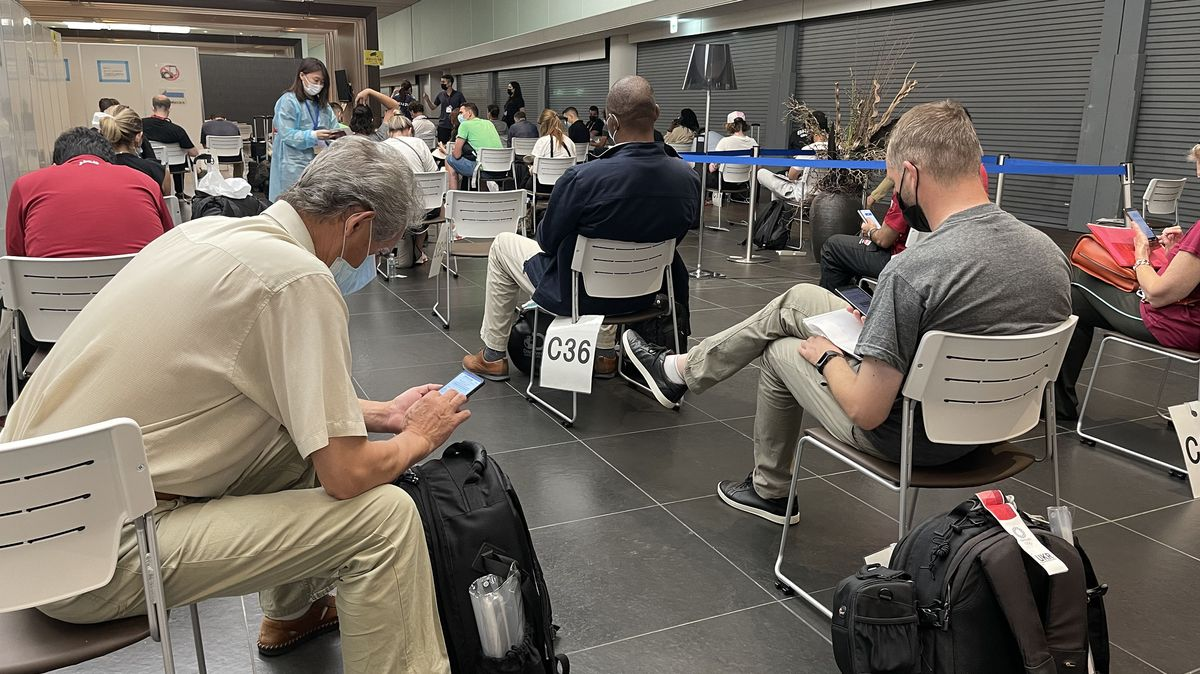 Hygienici budou vyšetřovat, co se dělo při letu do Tokia