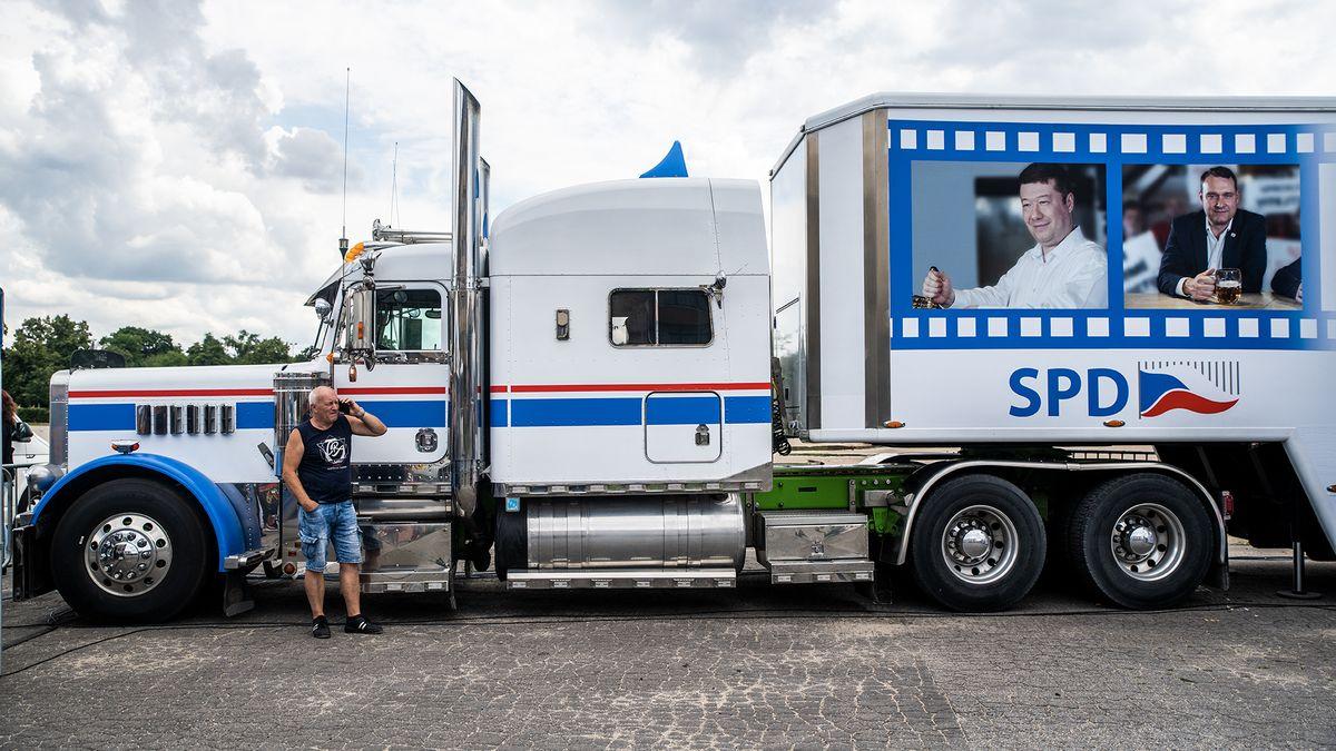 SPD jako vánoční Coca-Cola hledá místa pro svůj kamion