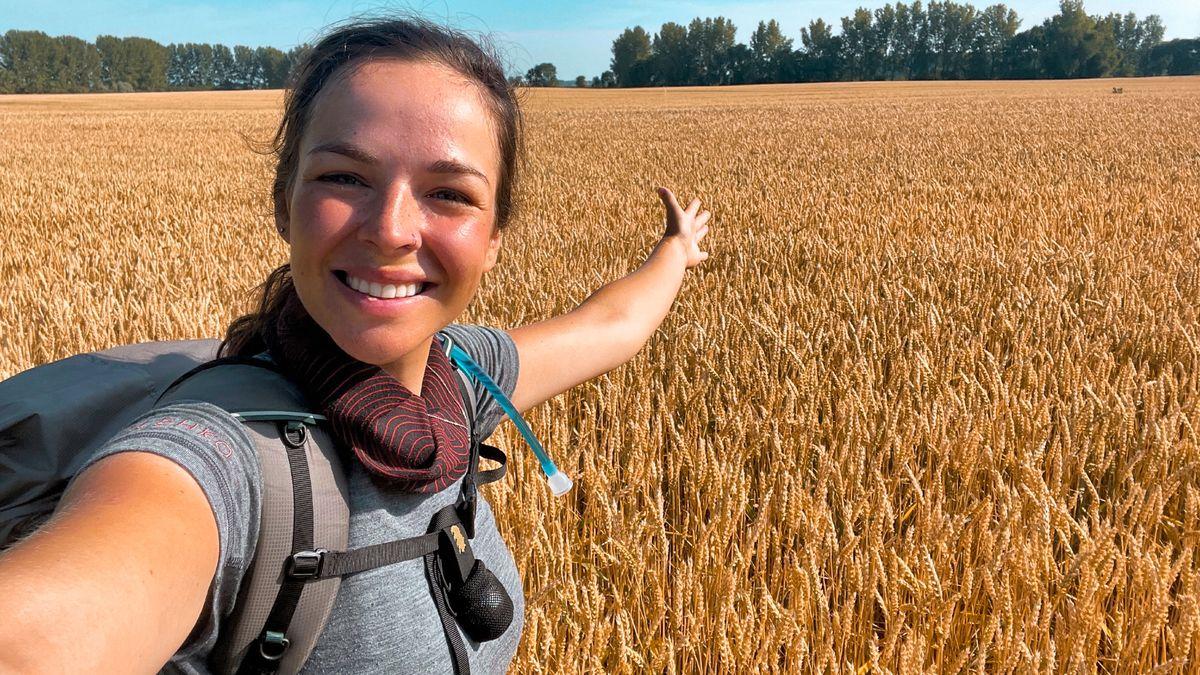Pěšky do Istanbulu. Dvaadvacetiletá Češka chce podpořit rumunské Čechy