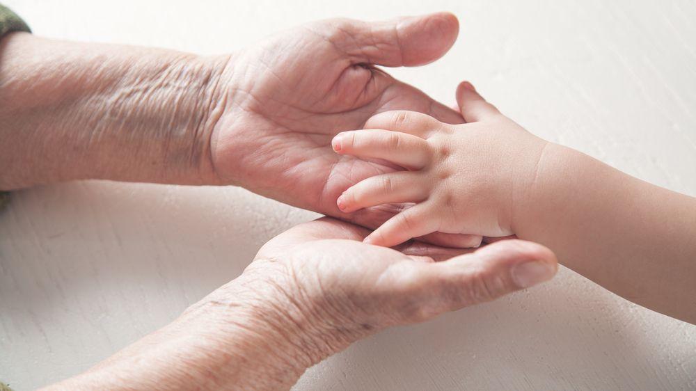 Populace ubývá a stárne. Buď najdeme řešení, nebo vyhyneme