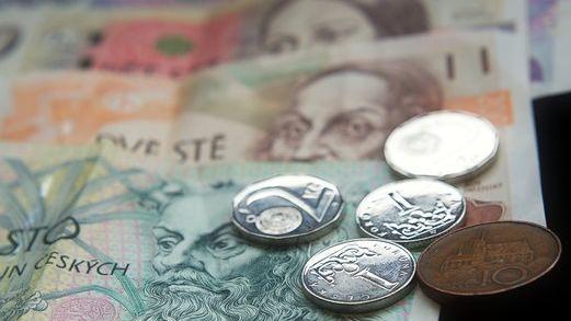Paradox konce superhrubé mzdy. Češi snižšími příjmy zaplatí na daních víc