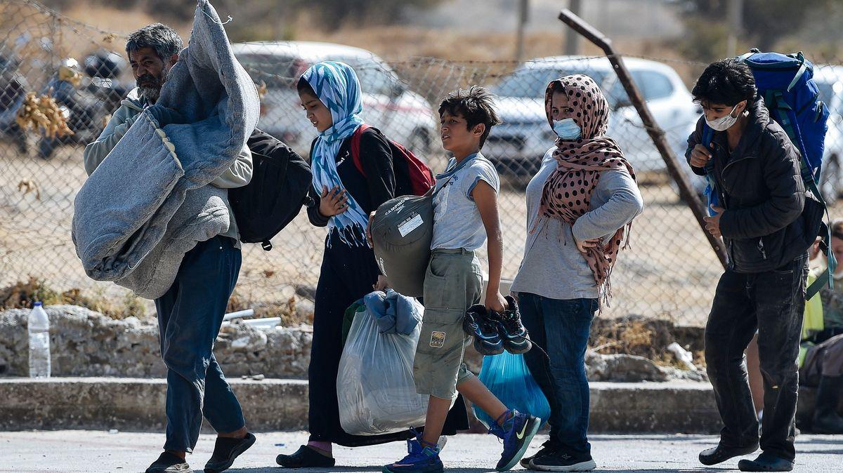 Na ostrově Lesbos začalo stěhování migrantů do nového tábora