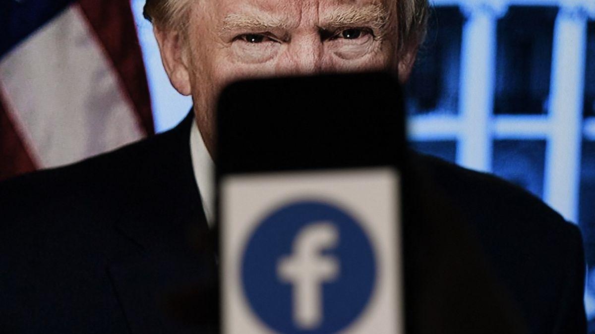 """""""Nejvyšší soud Facebooku"""" schválil Trumpovo vykázání. Ale ne napořád"""