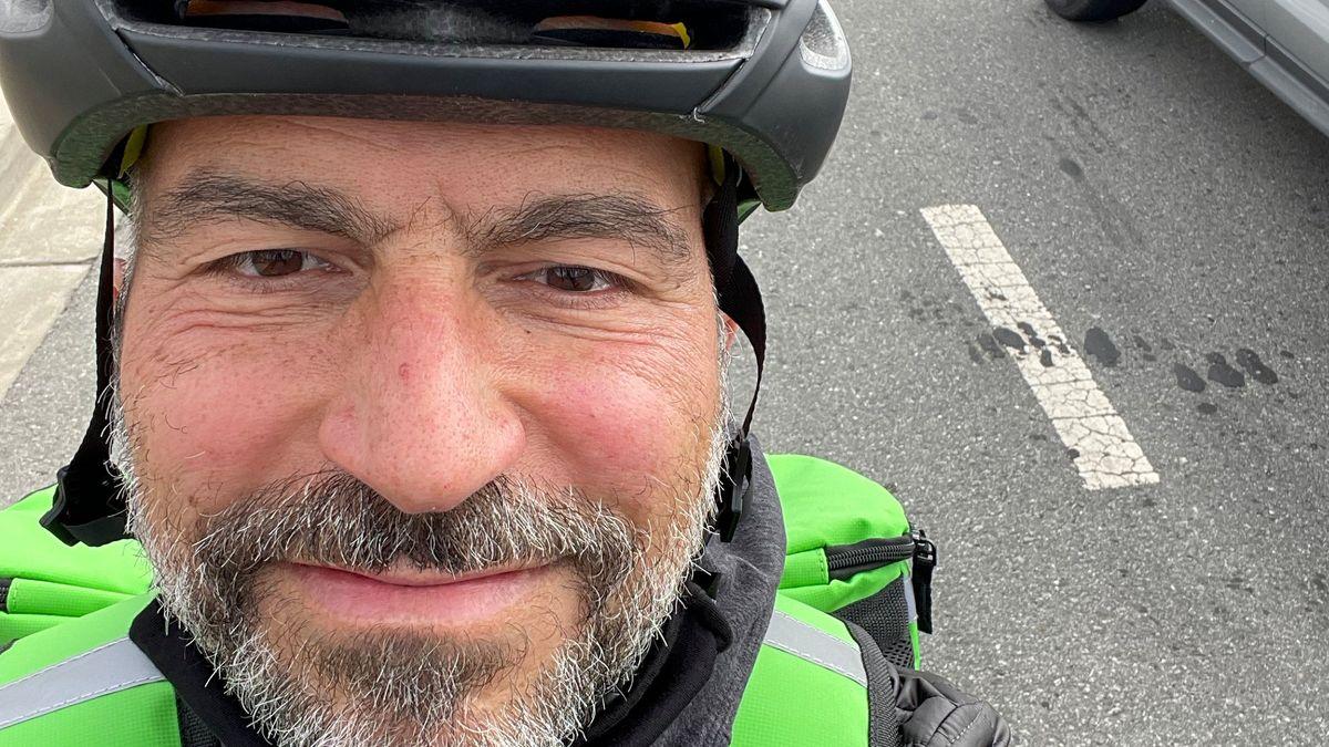 Šéf Uberu sám rozvážel jídlo na kole. Bral tisícinu toho, co běžně