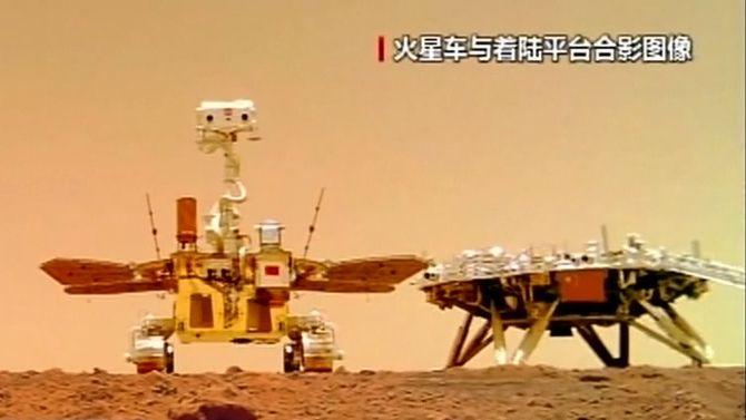 Video: Čína zveřejnila nové záběry zpřistání na Marsu a rover vakci