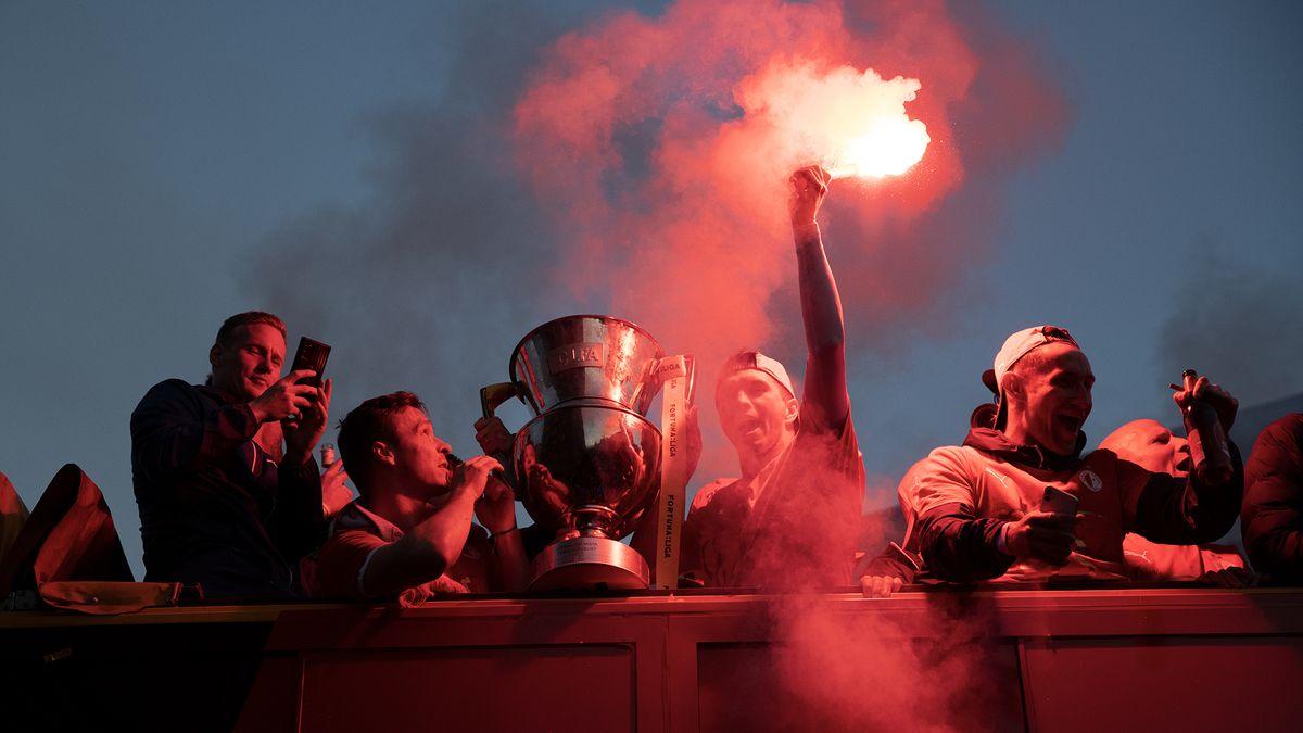 """Šampioni, šampioni!"" fanoušci SK Slavia oslavili titul ve velkém"