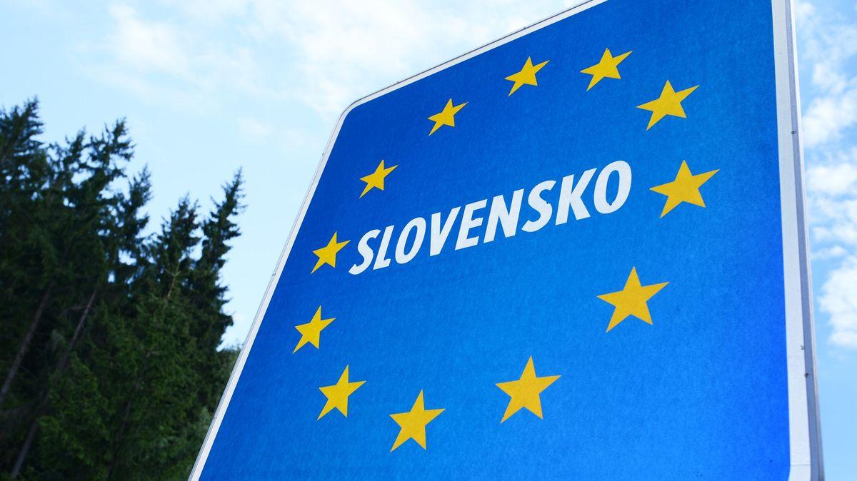 Slovensko nařídí karanténu neočkovaným cestujícím včetně dětí