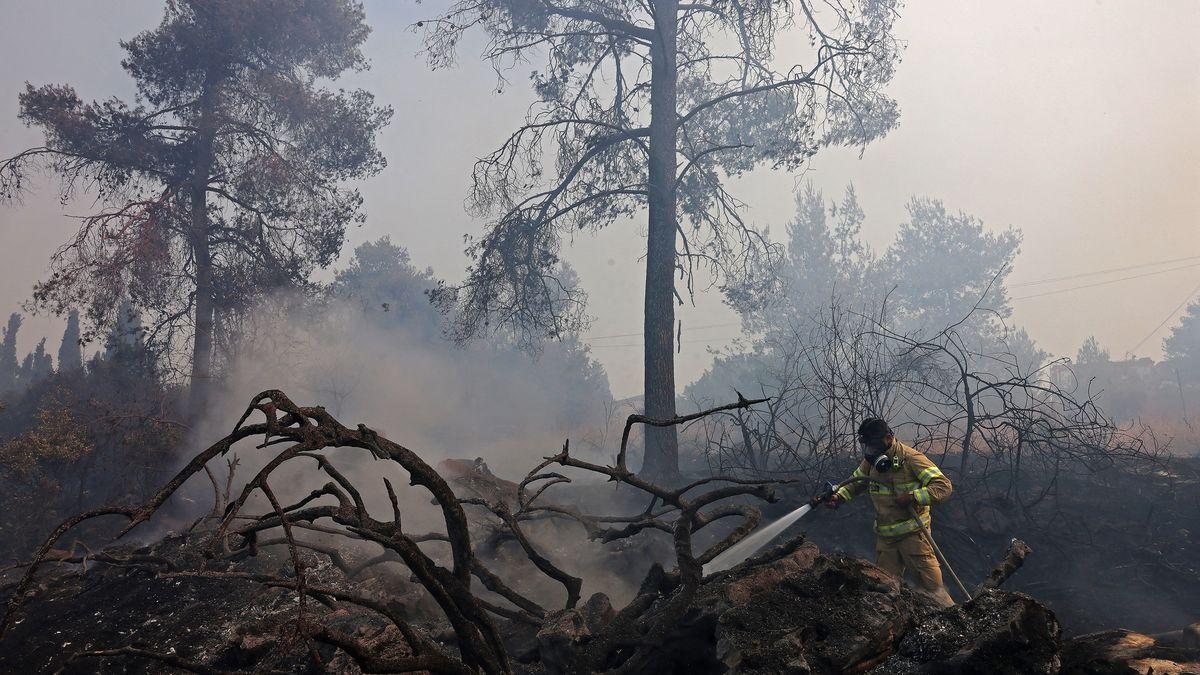 Video: Mohutný požár ohrožuje Jeruzalém, plameny vyhnaly zdomovů stovky lidí