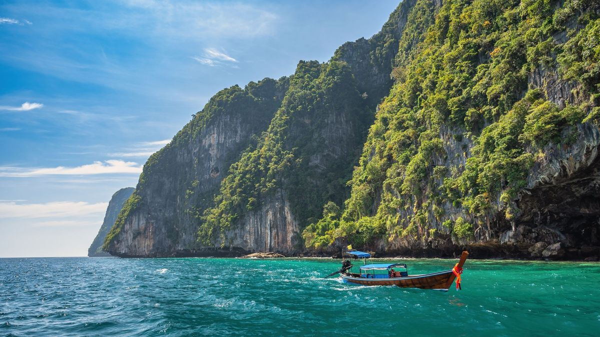 Turistický ráj se otevírá. Očkovaní a pojištění mohou na první ostrov