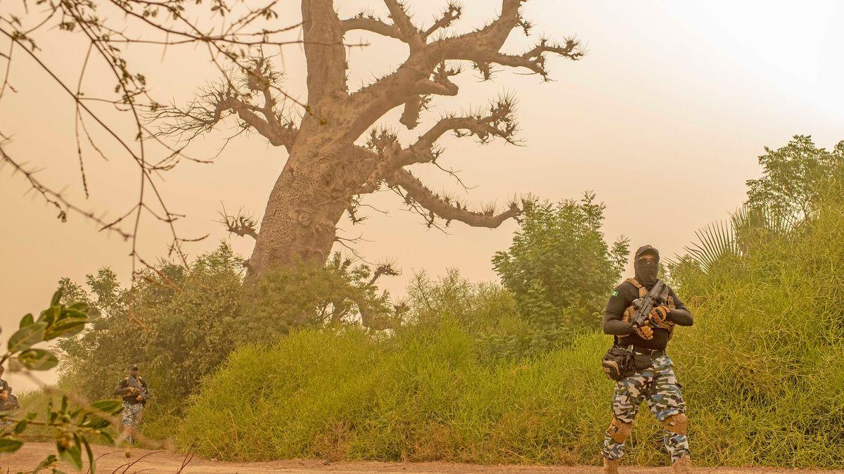 Při útoku ozbrojenců na vesnici vBurkině Faso zemřelo nejméně 138civilistů