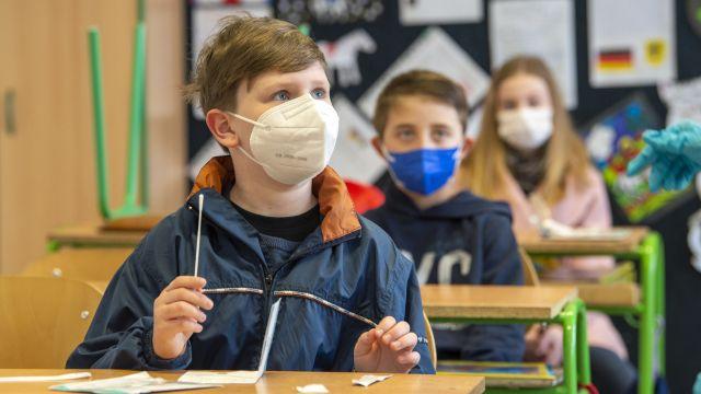 Covid-19už nesmí zavřít školy, apeluje WHO
