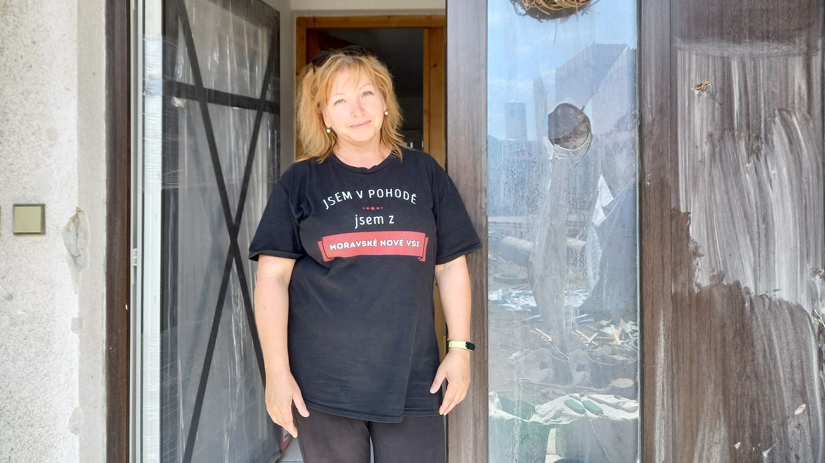 První odhadci škod obcházejí domy zničené tornádem. Bez nich nepřijdou peníze