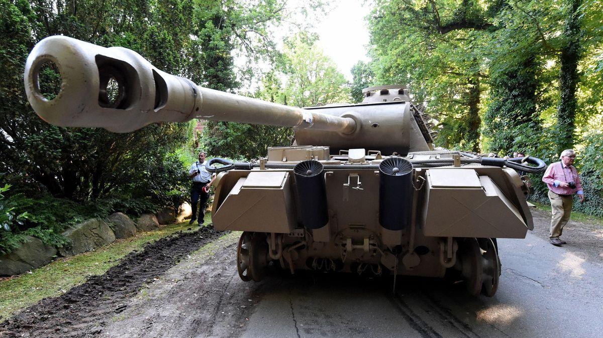 Německá justice řeší případ důchodce, který měl ve sklepě tank Panther