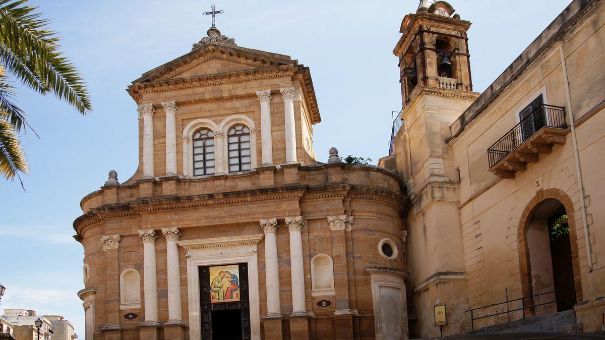 Na Sicílii můžete koupit dům jen za 2eura. Ale nedívejte se, jak vypadá