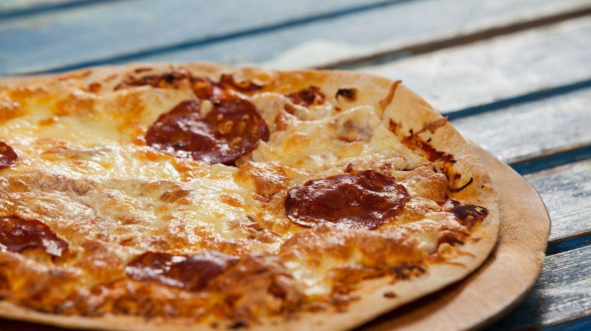 Majitel pizzerie objednával přes aplikaci vlastní jídlo. Vydělal tisíce