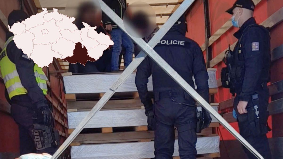 Video: Vkamionu na jihu Moravy objevili běžence zÍránu