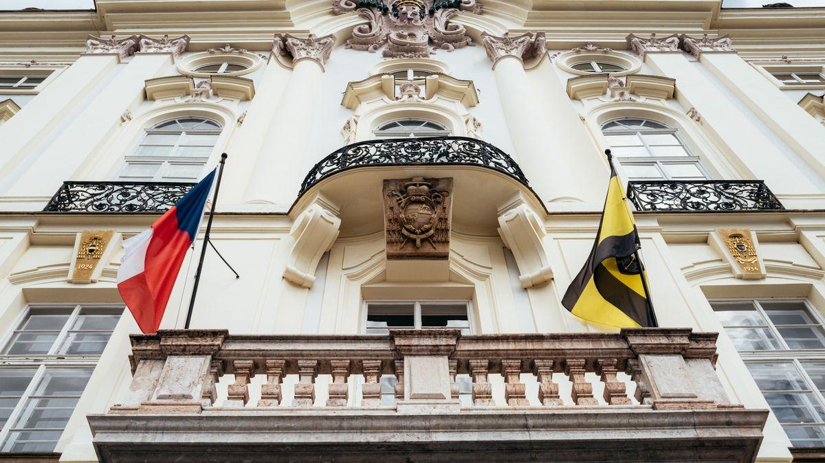 Další narozeninová oslava? Na střeše Dukova arcibiskupství proběhl večírek