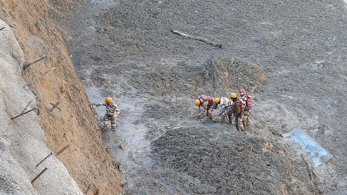 Odtržený ledovec vHimálaji způsobil bleskovou povodeň, zřejmě 150obětí
