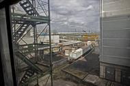 Po těchto kolejích se do elektrárny dopravovalo jaderné palivo.