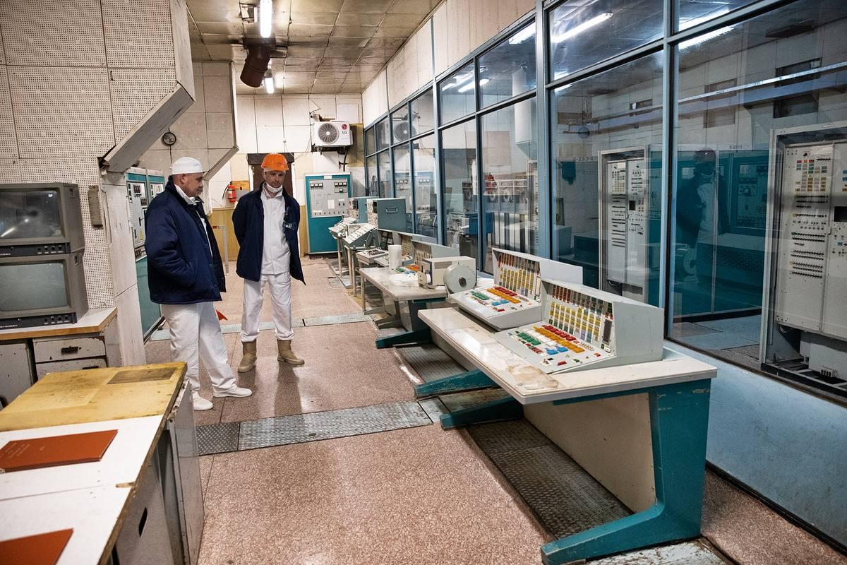 Počítačový sál. Počítače měly vyhodnocovat stav reaktoru a upozornit obsluhu na potenciální rizika.