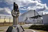 Nový plášť elektrárny, který přemostil netěsný sarkofág z roku 1986. V turistickém centru se dočtete, kolik která země přispěla na výstavbu nového krytu. Zdaleka nejvíc zaplatila Evropská unie a USA.