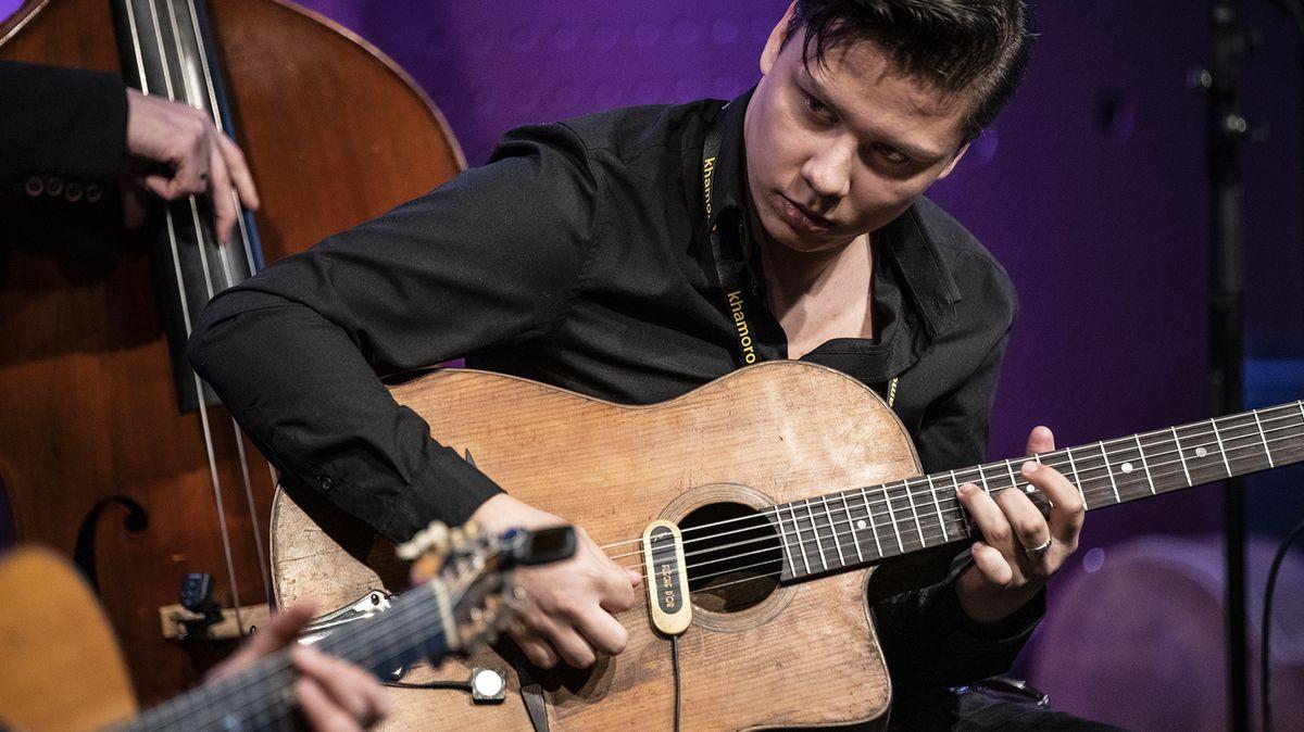 Kytarové struny romského festivalu Khamoro rozechvěly Jazz Dock