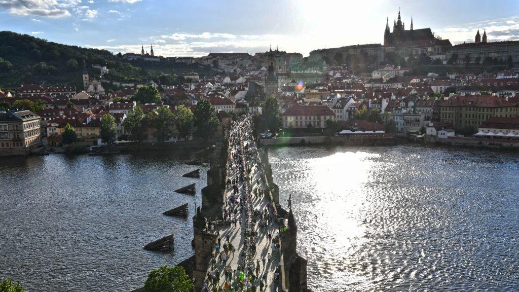 Zbývá už jen oslava na Karlově mostě, glosoval Vojtěch návrh opozice
