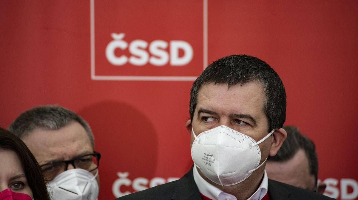 """ČSSD láká ministry do voleb. Poprvé do nich půjde bez """"obětního beránka"""""""