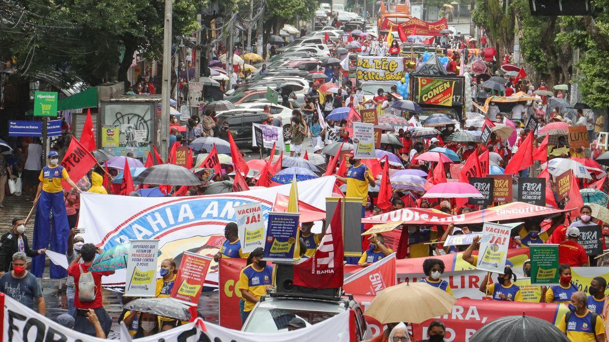Brazilci versus Bolsonaro. Protestovalo se ve všech velkých městech