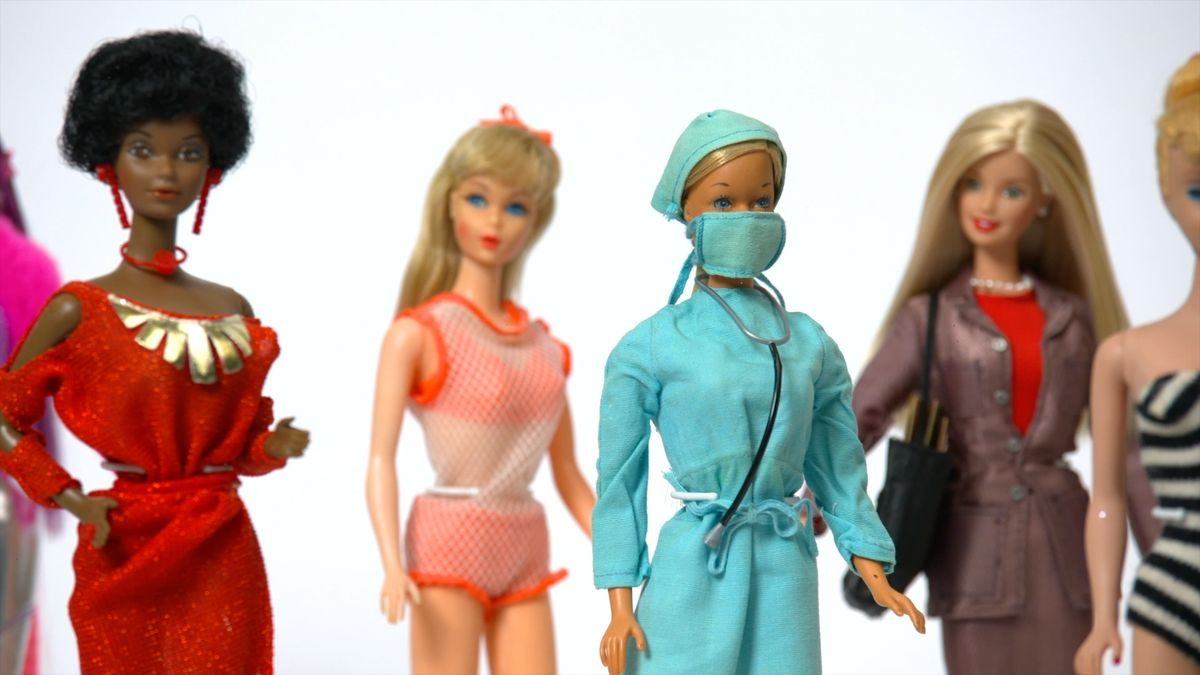 Ceny panenek porostou ještě před Vánoci. Výroba Barbie je prý dražší