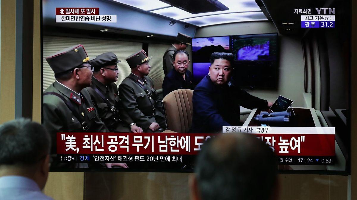 """První krok kusmíření. Korea a KLDR obnovily """"horké linky"""""""