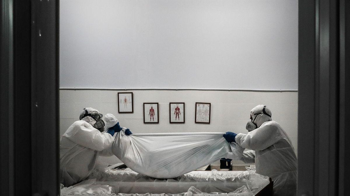 Portugalsko na pokraji kolapsu. Pacienti vsanitkách čekají až 12hodin