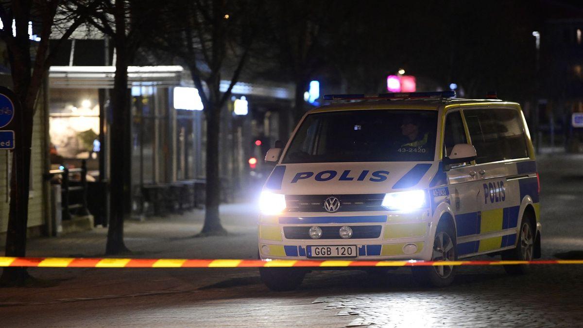 Mladík ve Švédsku pobodal osm lidí, policie ho zadržela