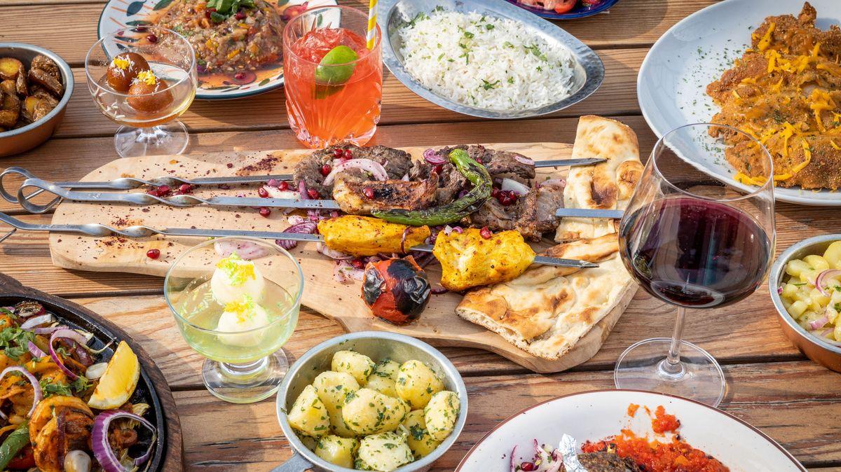 Rok covidu ve stravování: Od výdejních okének kvirtuálním restauracím