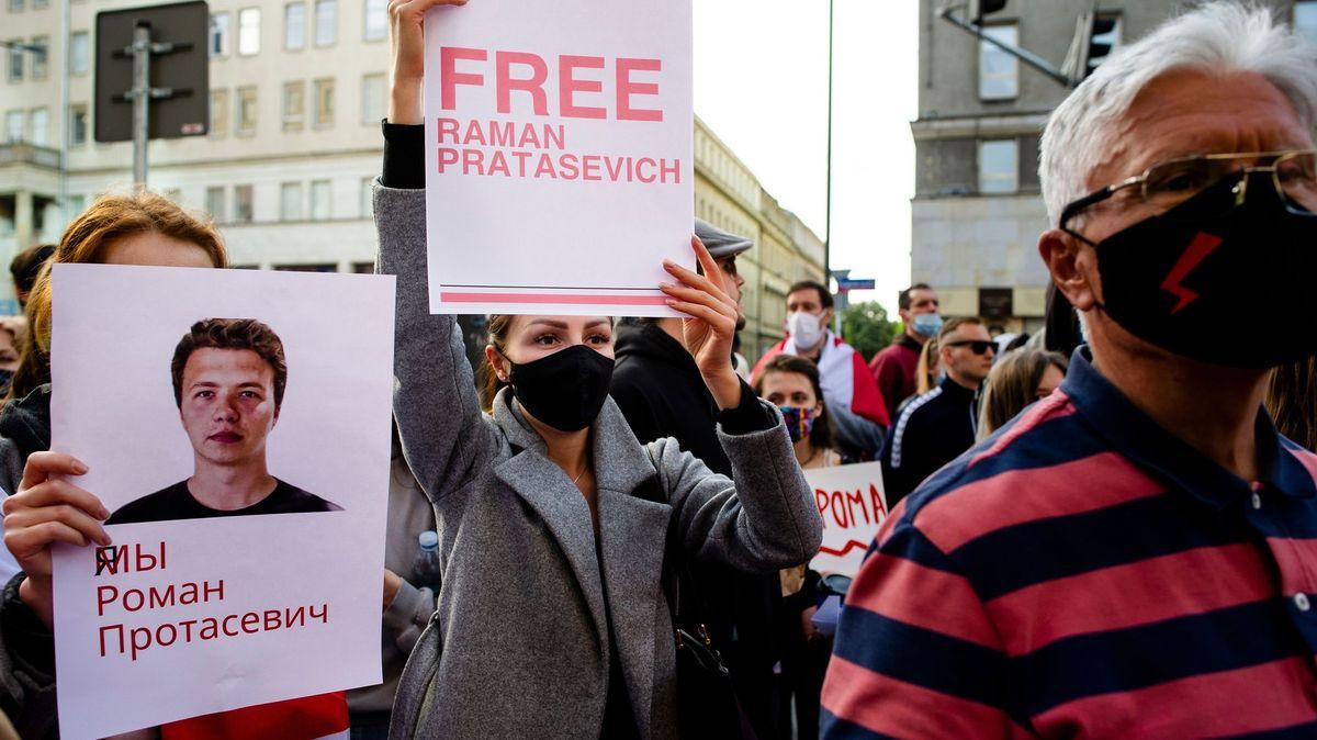 Sněmovna odsoudila nucené přistání letadla saktivistou vBělorusku