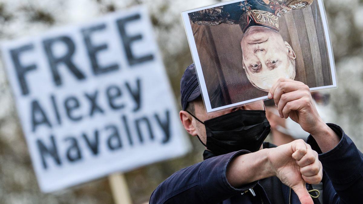 Lisabon vydal Rusku jména organizátorů protestu za Navalného