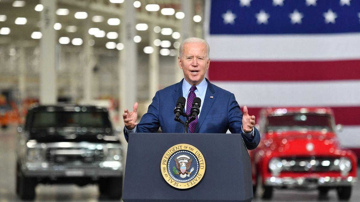 Prezident musí říct Netanjahuovi dost, vyslechl si Biden od části demokratů